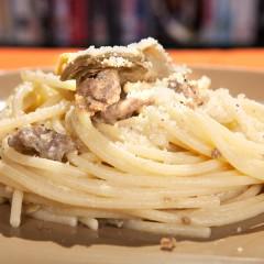 spaghetti-con-salsiccia-e-carciofi