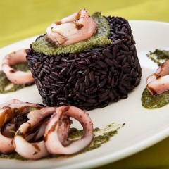 riso-nero-con-calamari-e-pesto