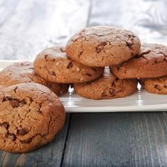 biscotti-con-gocce-di-cioccolato-in-evidenza