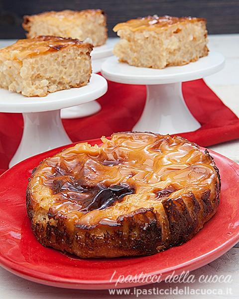 Torta di riso in verticale, primo piano torta tonda