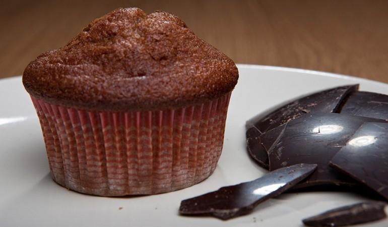muffin al cioccolato dell'uovo di pasqua