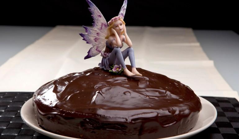 torta-al-caffe-con-glassa-al-cioccolato-fondente