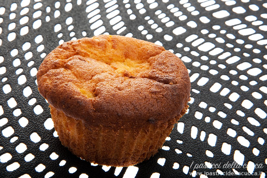 Muffins-con-ricotta,-carote-e-mela