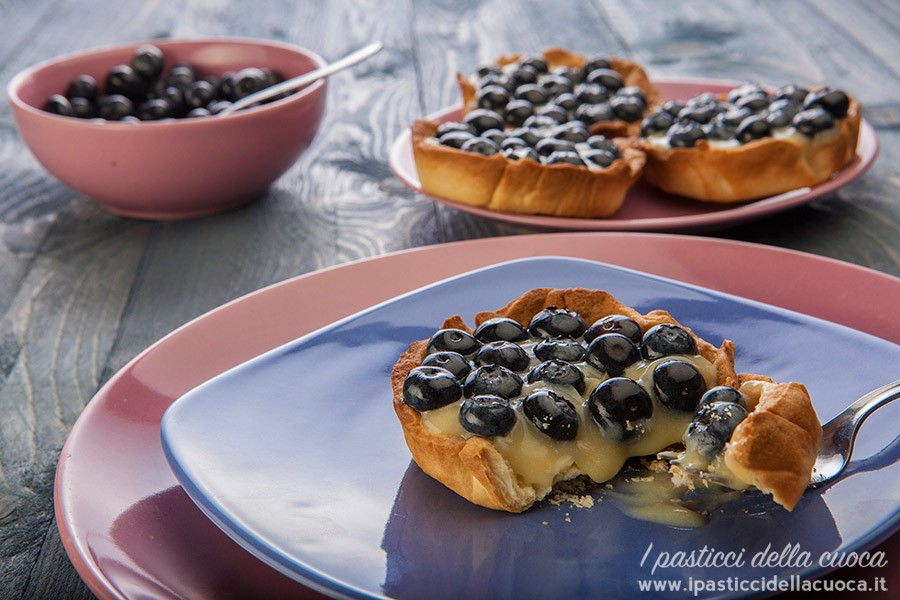 Crostatine-ai-mirtilli-e-crema