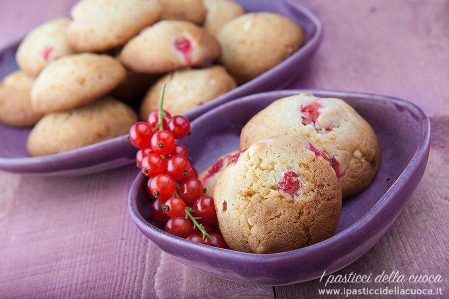 Biscotti-con-cioccolato-bianco-e-ribes
