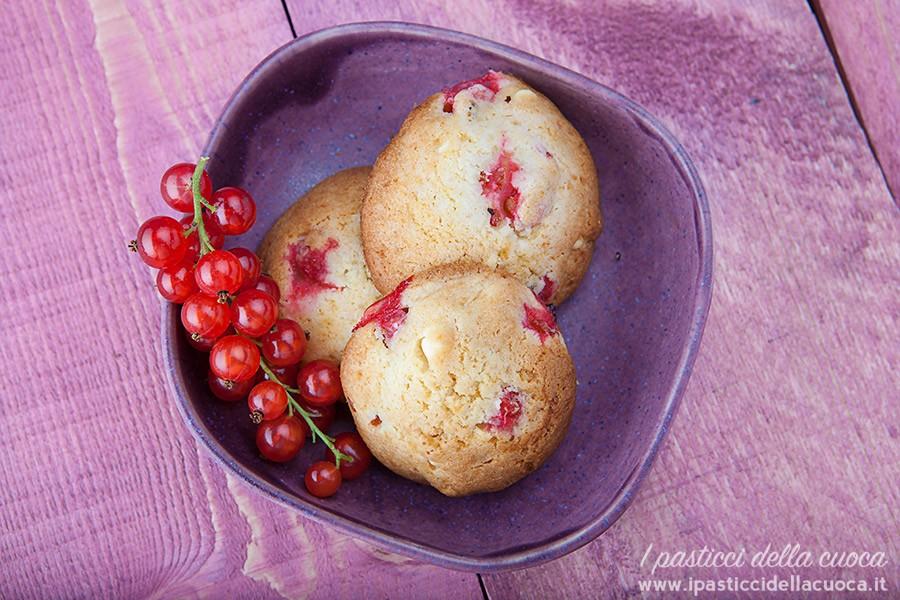 Biscotti-con-cioccolato-bianco-e-ribes_vicini