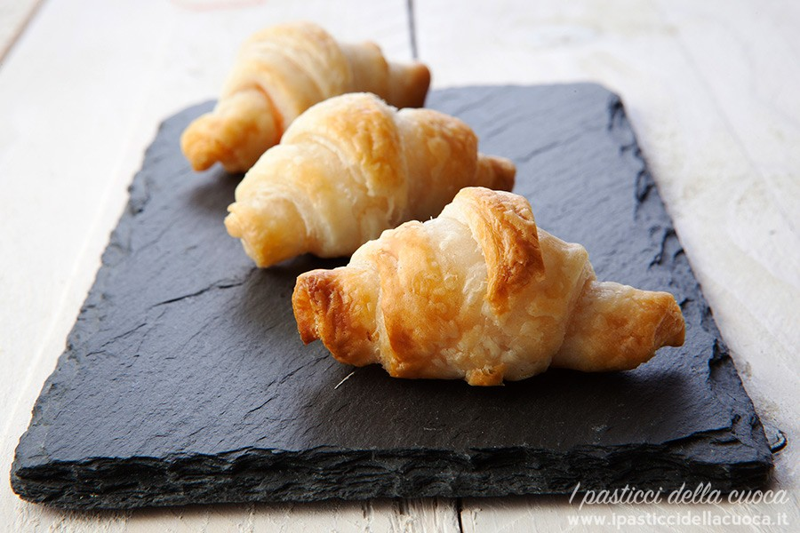 Mini-croissant-al-salmone