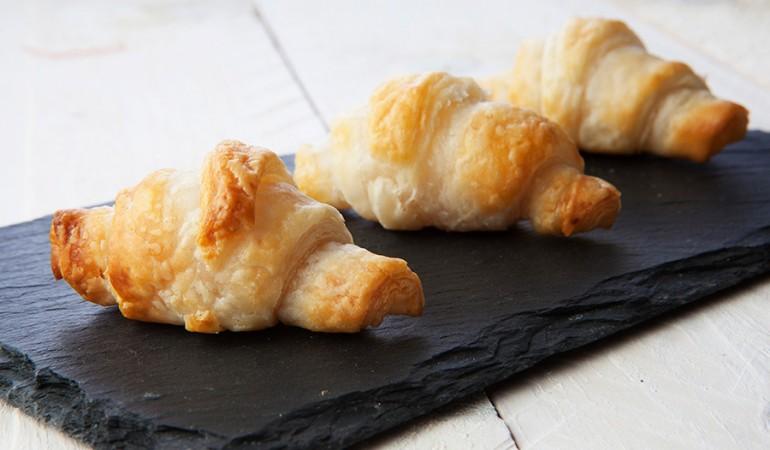 Mini-croissant-al-salmone_evidenza