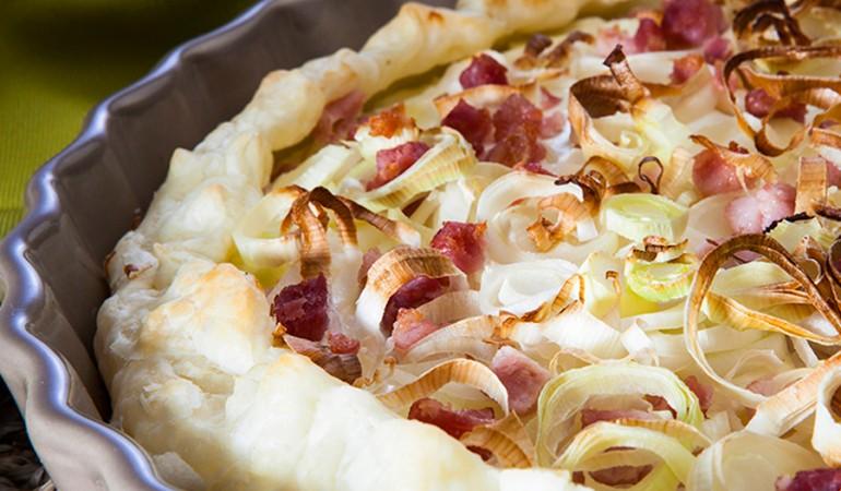 Torta-salata-con-porri,-pancetta-e-yogurt_evidenza