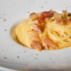 Spaghetti-alla-carbonara_evidenza