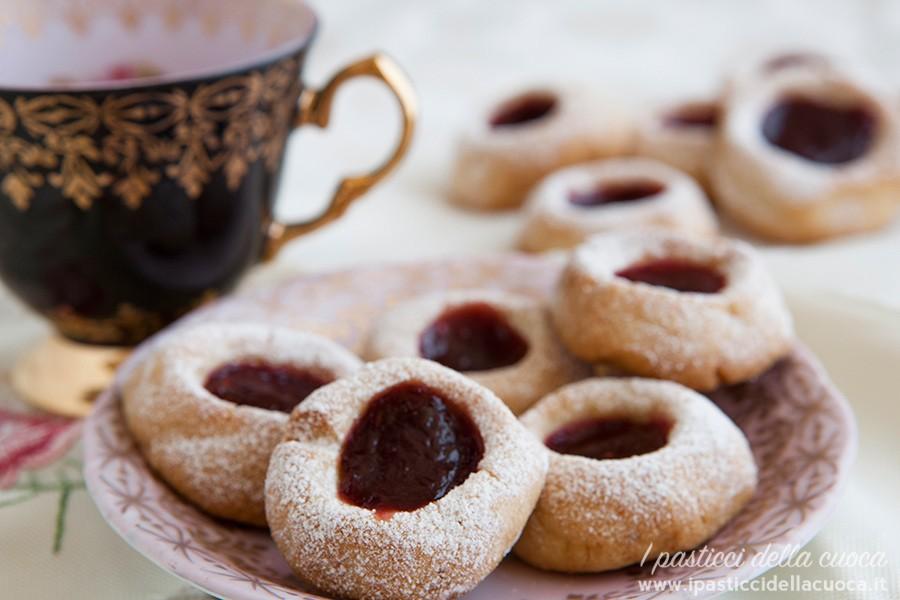 Biscotti degli ussari con marmellata ai lamponi