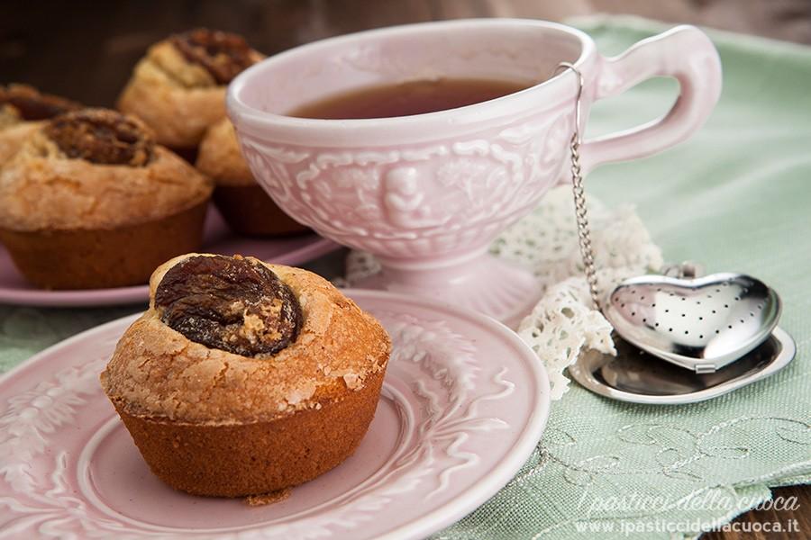 Muffin-con-mandorle-e-albicocche_piattino rosa