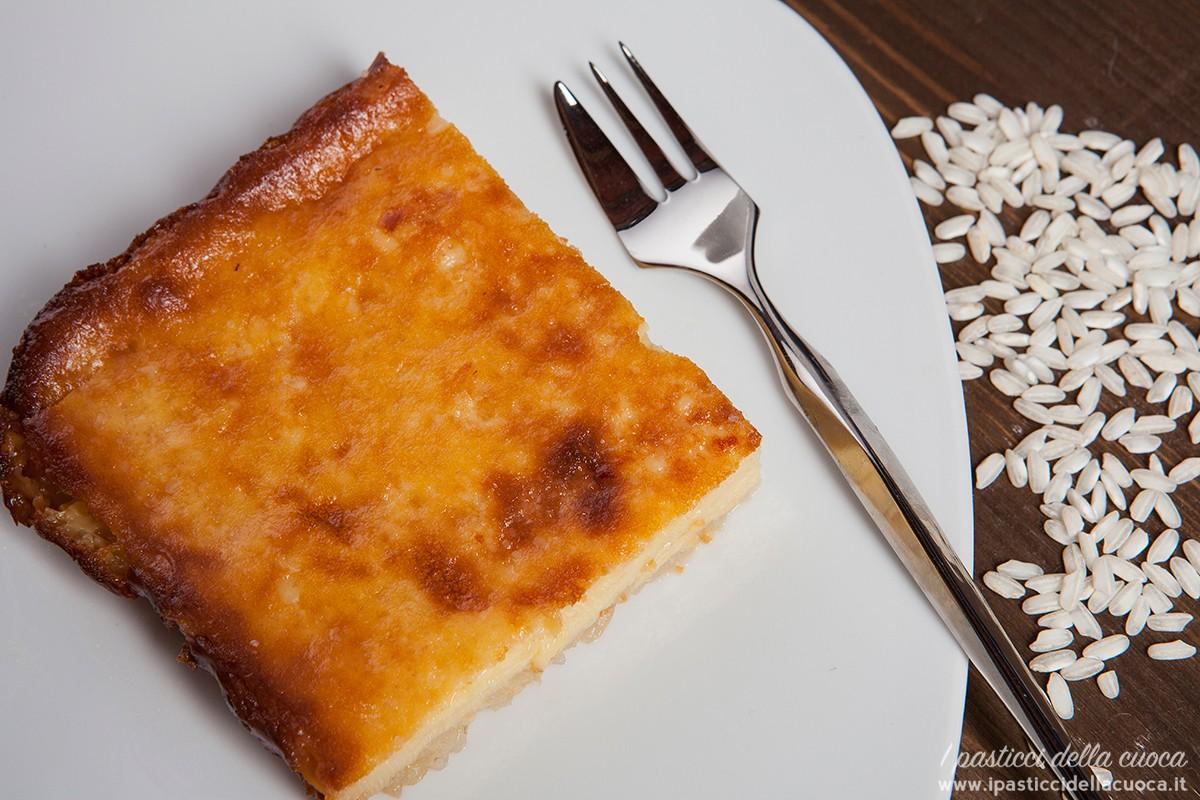 Fetta di torta quadrata vista dall'alto