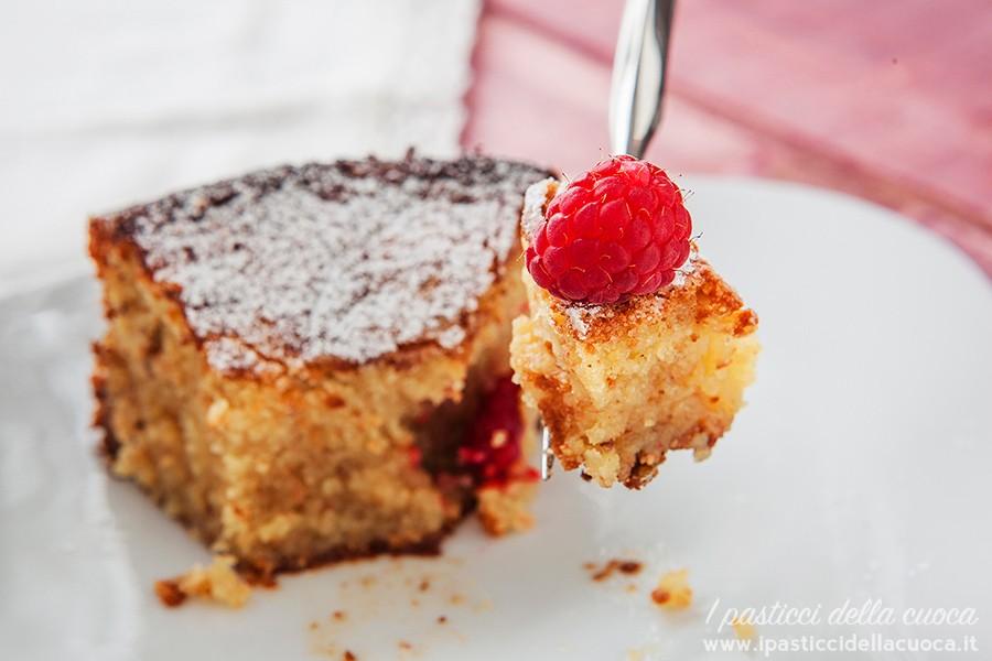Torta-caprese_fetta-di-torta-con-forchetta