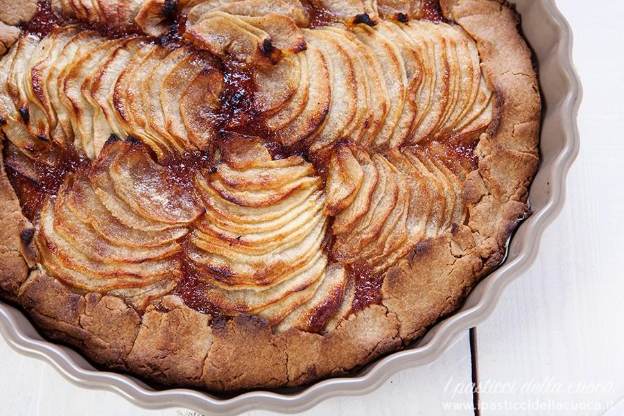 Torta di mele con frolla alle castagne vista dal alto