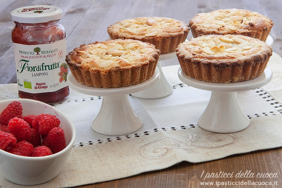 Crostata-con-crema-frangipane e marmellata rigoni ai lamponi