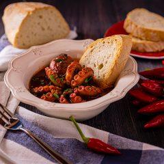 Moscardini-in-guazzetto-con-il-pane