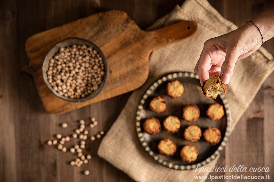 Biscottini-con-i-ceci_con mezzo biscotto